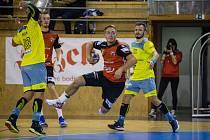 V zítřejším utkání 17. kola mužské Extraligy se Nové Veselí (v červených dresech) představí na palubovce nepříjemných Lovosic (v modro-žlutém).