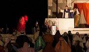 Už po sedmnácté předvedli ochotníci ze žďárských farností v přírodním areálu v sídlišti Libušín velikonoční pašijovou hru Co se stalo s Ježíšem.