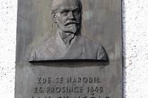 V roce 1936 byla Nečasovi odhalena pamětní deska na jeho rodném domě ve Studnicích. Autorem je sochař J. Růžička.