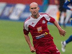 Záložník Velkého Meziříčí Petr Dolejš otevřel skóre utkání proti Frýdku-Místku brankou z penalty.