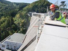 Rekonstrukce přehradní hráze ve Víru.