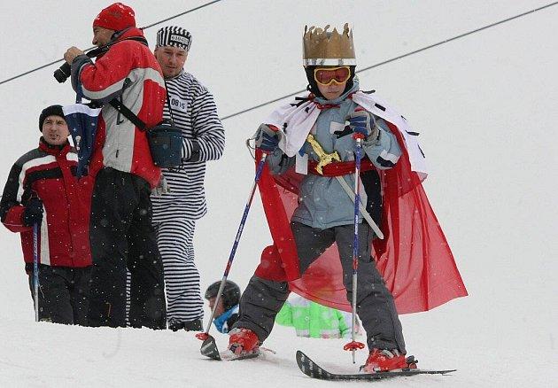Na Fajtově kopci finišuje zimní sezona. Organizátoři uspořádali tradiční rej masek na sněhu. Podobnou akci bude mít také Nové Město jednadvacátého března.