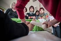 Členové Diakonie organizují pečovatelské kurzy po celém Česku. V lednu a únoru získají poprvé i obyvatelé Nového Města možnost se jich zdarma zúčastnit.