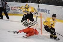 Plameny padly i na domácím ledě. Sokolov si odvezl mečbol.