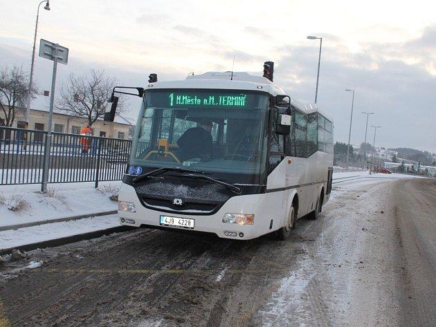 V návaznosti na první ohlasy cestujících chystají v Novém Městě na Moravě některé dílčí změny v městské autobusové dopravě. Budou se týkat nejen zajížděk do Maršovic a k Medinu, ale také přechodu z obousměrného provozu na plynulý.
