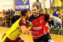 Házenkáři Nového Veselí (v červeném) uzavřou základní část letošní sezony domácím duelem proti Plzni.