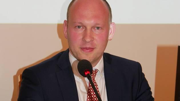Zastupitelé si jako starostu zvolili koalicí navrženého Martina Mrkose (na snímku). Posty místostarostů obsadí Ludmila Řezníčková a Josef Klement.