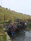 Jeden z největších rybníku Vysočiny ukázal, co skrývá pod hladinou. Rybáři vylovili například kapry, sumce, okouny, štiky, amury, marény i tolstolobiky.