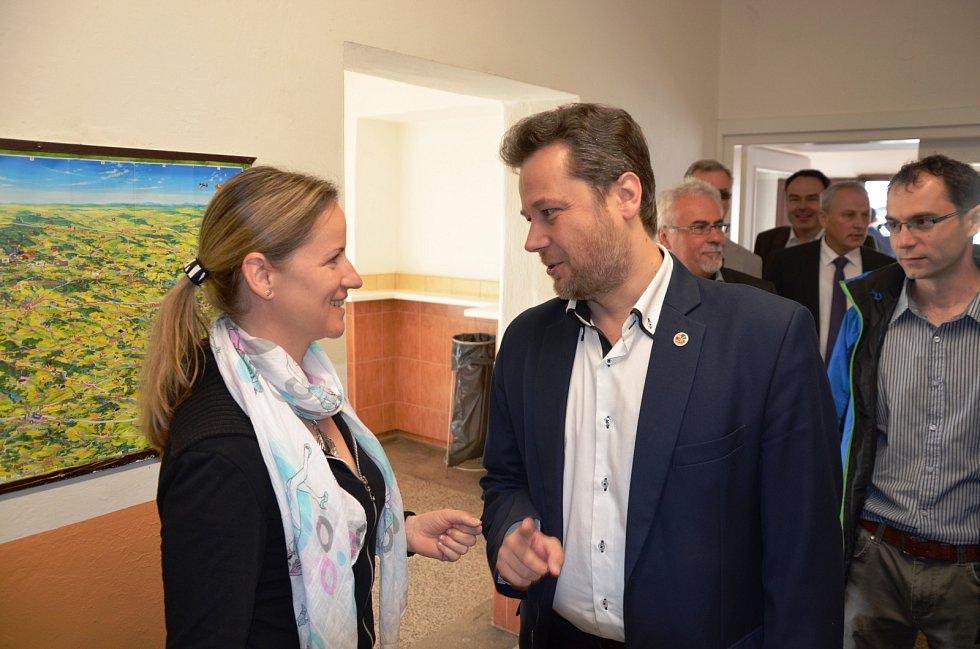 Sedmačtyřicetiletý lékař a poslanec Vít Kaňkovský z Třeště se stal novým předsedou vysočinské organizace KDU-ČSL. Na krajské konferenci v Netíně na Žďársku v sobotu 13. května získal od delegátů 88 z 89 odevzdaných hlasů.