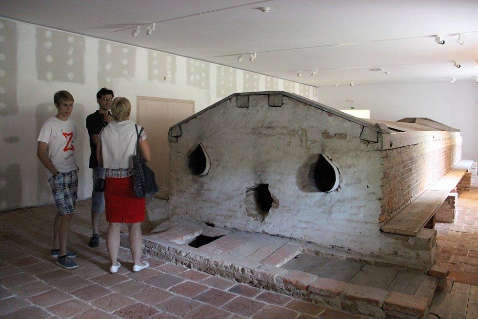 Současnost Žďáru a okolí je třetí částí výstavy. Jeho expozice je v prostoru, kde zlůstala zachovaná historicky cenná sušárna chmele.