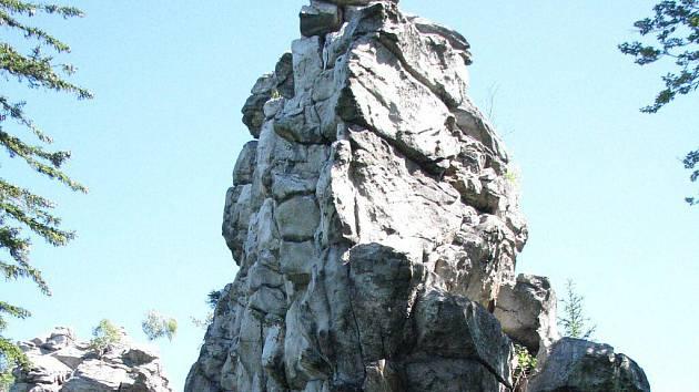 Drátenickou skálu na Novoměstsku, která je jednou z přírodních památek CHKO Žďárské vrchy, obdivují turisté i horolezci.