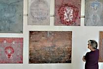 Božena Rossí vystavuje v Galerii z ruky v Křížovicích. Výstava trvá do 31. května.