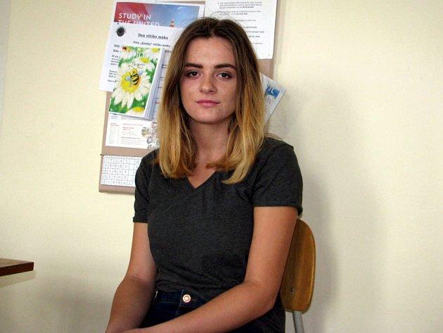 """""""Ta krize má dvě polohy – politickou a lidskou. Já k ní přistupuji z té lidské stránky, protože uprchlíci se nezastaví, když jim přestaneme pomáhat,"""" říká studentka novoměstského gymnázia Barbora Švandová."""