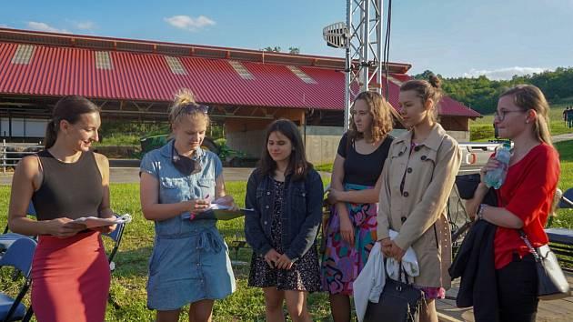 Studenti ždárského Biskupského gymnázia Střední gastonomické školy Adolfa Kolpinga se účastnili natáčení červencového Focusu Václava Moravce.