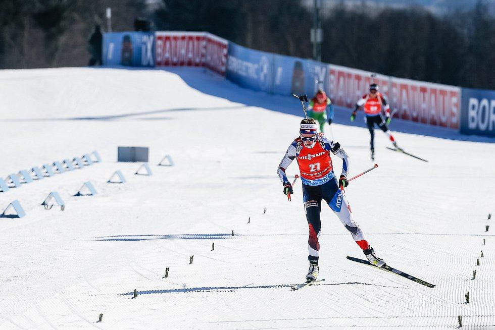 Jessica Jislová ve stíhacím závodu žen na 10 km.