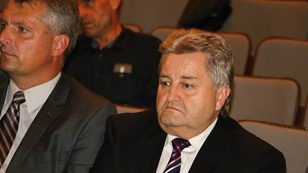 Starostou se opět stal Josef Komínek (vpravo).