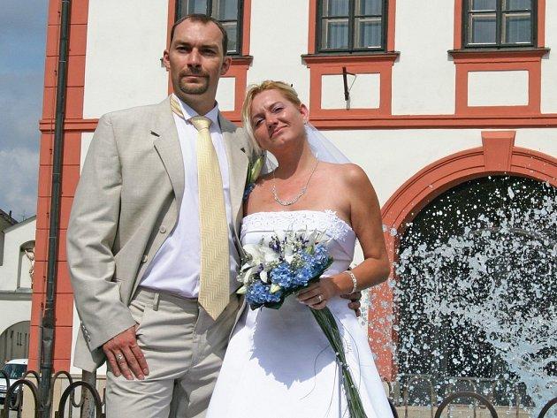 Své ano si 8. srpna řekli také Jiří Dvořáček ze Žďáru nad Sázavou a Leona Křemenová z Tábora. Novomanželé se seznámili před rokem přes internetovou seznamku a volba magického data byla jejich spontánním nápadem.