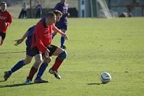 Houževnaté Rozsochy převýšily fotbalovější Náměšť  urputným nasazením a maximálním důrazem.
