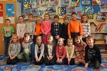 Na fotografii jsou žáci ze základní školy v Polničce. První (řada dole) a druhá třída (řada nahoře) paní učitelky Jany Mottlové a asistentky pedagoga Markéty Bednářové.