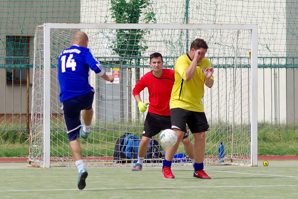 Za vítězným Kozel Teamem (v zelených dresech), skončil druhý FC Rapid (v bílých dresech) a třetí FC Benjamin (v modro-bílém).