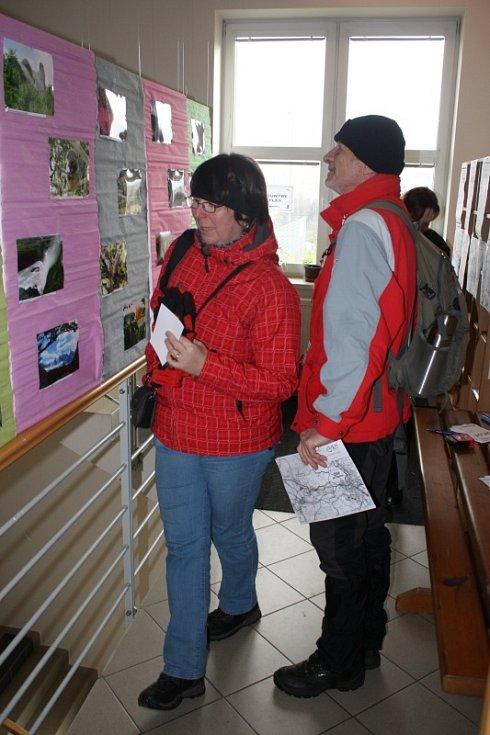 V místě startu, ve žďárské orlovně, si mohli turisté prohlédnout i malou výstavu fotografií.