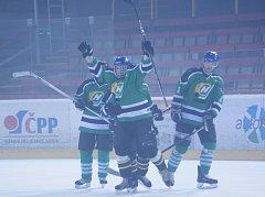 Pořádnou střelnici si ve druhém utkání čtvrtfinálové série proti Škrdlovicím otevřeli hokejisté Bohdalce (na snímku). Obhájce loňského titulu ve Vesnické hokejové lize deklasoval svého protivníka vysoko 11:3.