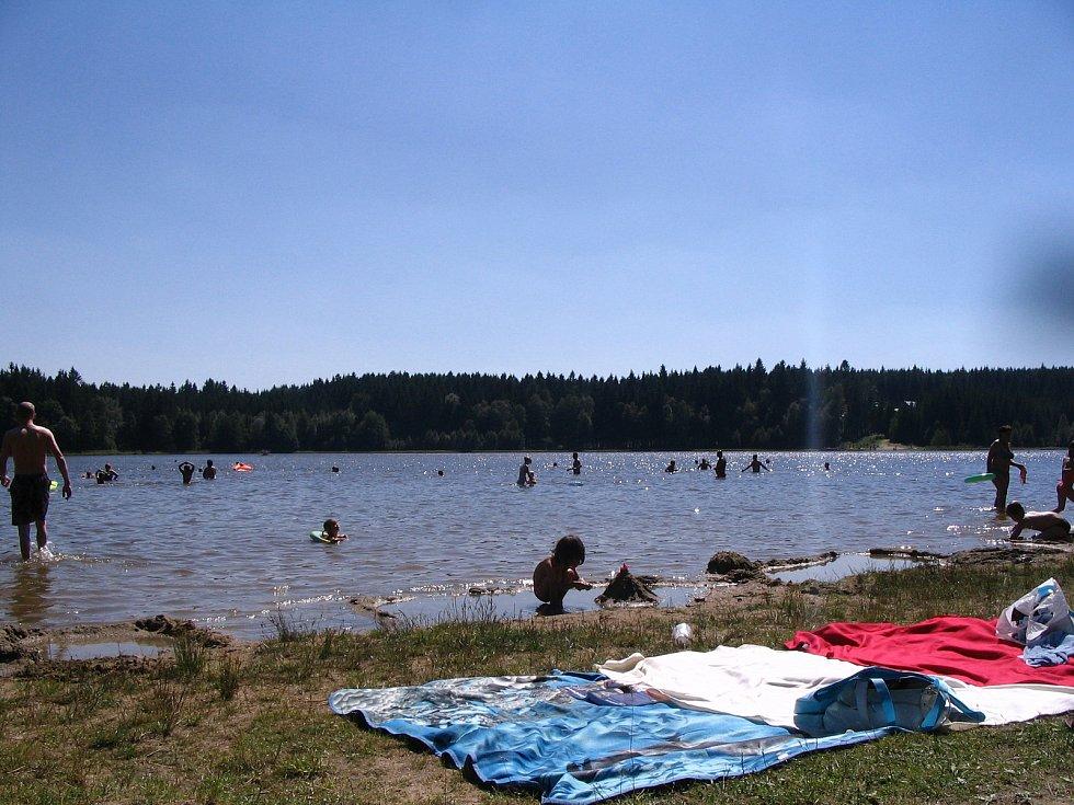 Rybník Sykovec byl oblíbeným místem ke koupání. Nyní je rájem rybářů.