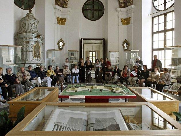 Muzeum knihy najdete v zámku rodiny Kinských ve Žďáře nad Sázavou. Letos si vzácné knihy budete moci ve městě prohlédnou naposledy.