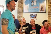 Spousta hokejových fanoušků sledovala sobotní semifinálový zápas Česka s Kanadou v hospůdkách.