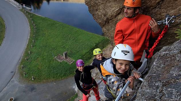 Dvě zajištěné trasy vedou ve skalách poblíž přehrady ve Víru. Oficiálně se veřejnosti otevřou v sobotu 2. dubna.