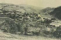 Celkový pohled na Vír , v popředí škola na pohlednici z r.1900