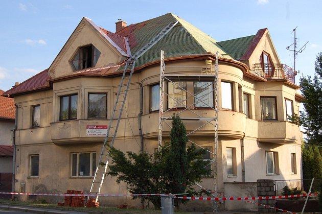 Budova v Sokolovské ulici  naproti velkomeziříčskému gymnáziu zůstává kolemjdoucími často nepovšimnuta. V současné době prochází rekonstrukcí.