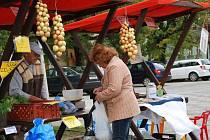 Jednou ze zásad farmářského trhu je nabídka produktů pocházejících z co největší blízkosti místa, kde jsou nabízeny.