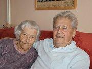 Věra a Otakar Holcovi ze Žďáru nad Sázavou jsou manželi už 65 let. v dubnu slaví výjimečné jubileum - kamennou svatbu.