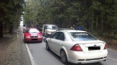 Policie zasáhla proti drogovým bossům přímo na silnici.