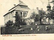 Pohlednice loveckého zámečku Karlštejn u Svratky (vkatastru Svratouchu) kolem roku 1910.