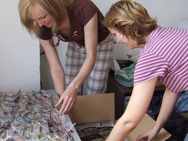 Na 1800 kusů nepoužívaných brýlí se během čtyř týdnů sešlo na Správě Oblastní charity Žďár nad Sázavou.