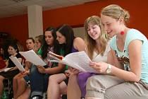Studenti ze žďárských škol, z Biskupského gymnázia a ze Střední školy gastronomické Adolpha Kolpinga, nacvičují muzikál Gedeon. Předvedou jej ve čtvrtek 16. srpna v rámci Celostátního setkání mládeže .
