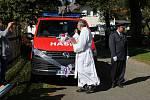 Ke 130. narozeninám dostali hasiči dva dárky - vlajku a automobil.