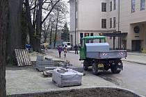 V ulici Sportovní vzniká padesát nových parkovacích míst.