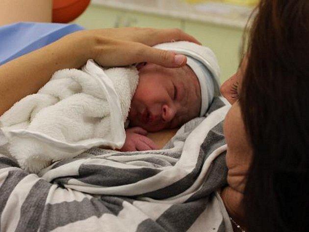 Maminka Petra Betlachová, která porodila v novoměstské porodnici, dostala svého novorozeného syna Vojtěcha ihned do náručí.