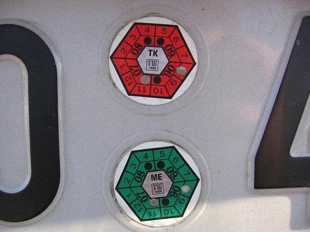 Kontrola vozidla na SPZ.