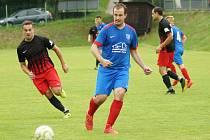 První polovina letošní sezony se fotbalistům Radešínské Svratky (v modrých dresech) opravdu moc nepovedla.