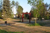 Revitalizace parku ve Strojírenské ulici má být hotová nejpozději do konce června, vedení žďárské radnice ale předpokládá, že to bude o něco dříve.