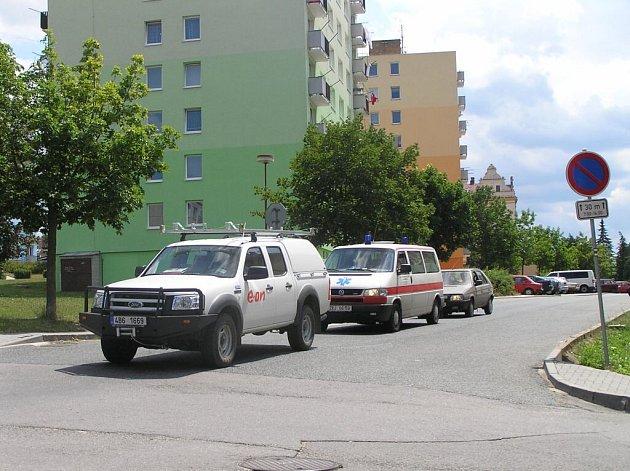 Obyvatele ulice Bezděkov ve Velkém Meziříčí trápí stovky aut, které jim denně kvůli opravě Novosad projedou pod okny bytů. Svoji nespokojenost s intenzitou dopravy dali představitelům města najevo v dopise.