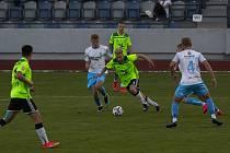 Fotbalisté Nového Města na Moravě (v zeleném) v pátek vyhráli ve Znojmě (v modrém) 2:0.