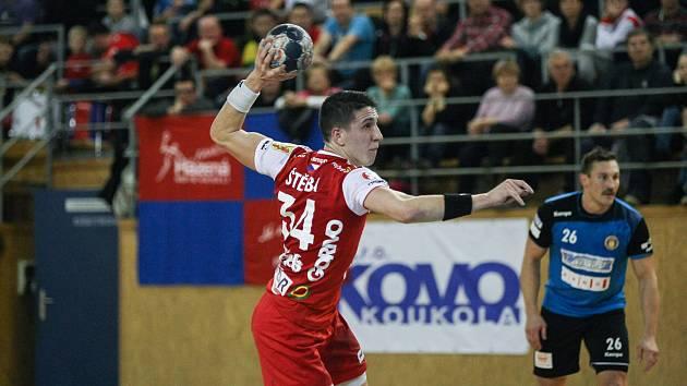 Pravé křídlo Nového Veselí Jakub Štěrba (v červeném) patří k nejlepším střelcům naší nejvyšší soutěže.