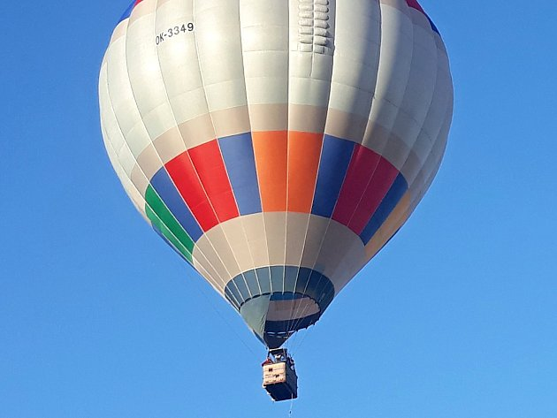 Horkovzdušný balon spoštovními zásilkami vzlétne za příznivého počasí ze žďárského náměstí Republiky 27.října mezi 16.a 17.hodinou.