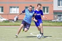Šlágrem sedmého kola druhé ligy byl zápas Orla (v modrém) s Žabanty.Ti v přímém souboji uhájili vedoucí příčku, když ale svého soupeře zdolali jen těsně 4:3.