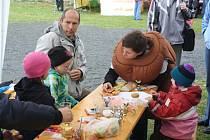 Slavnosti brambor pořádá již druhým rokem na své farmě Centrum zelených vědomostí Eden, které láká návštěvníky na zážitky v podobě dobrého jídla a nevšední zábavy pro děti.
